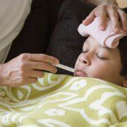 تب کودکان و مراقبت از آنها در منزل